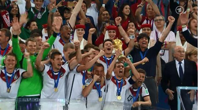 Abb. 2: Übertragung der Pokalübergabe nach dem WM-Finale 2014 (Quelle: Screenshot ARD-Übertragung)