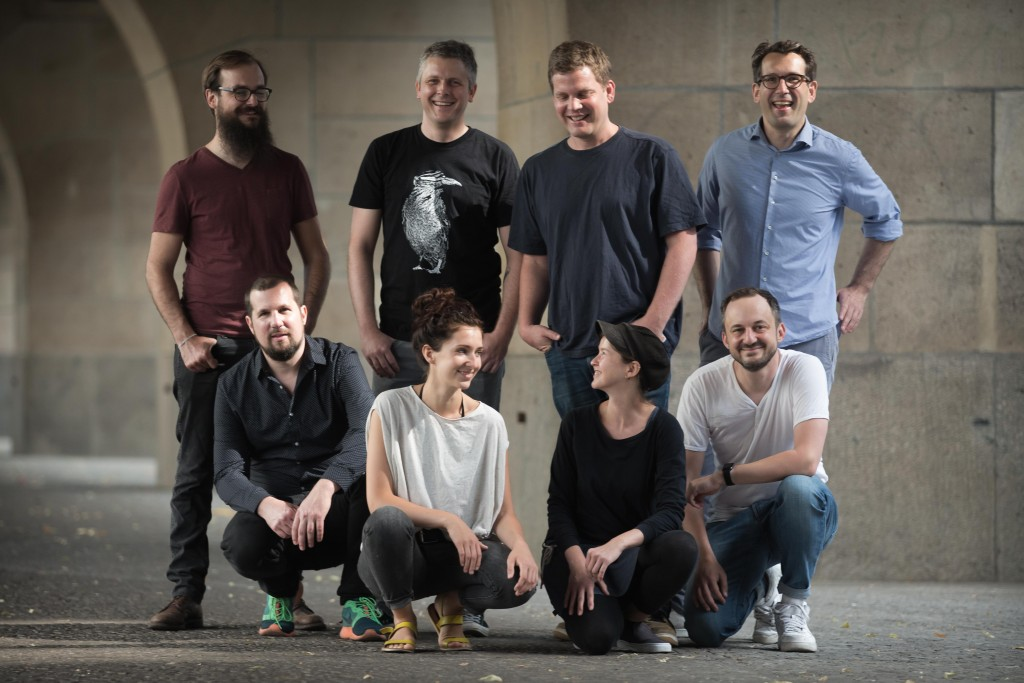Das Steady-Team (von links nach rechts): Manuel Kallenbach (VP Engineering), Thomas Weyres (VP Design & UX), Dirk Holzapfel (Founder, CTO), Sara Hesse (Art Director), Sebastian Esser (Founder, Managing Director Product), Judith Holzapfel (Administration), Gabriel Yoran (Founder, VP Marketing & Communications), Philipp Schwörbel (Founder, Managing Director Finance & Sales).